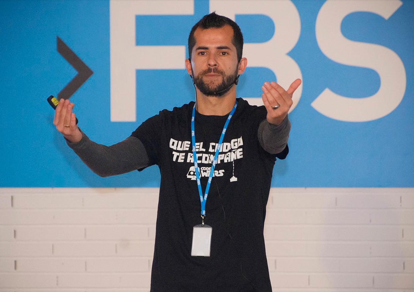 Carlos Bravo, en uno de sus cursos.