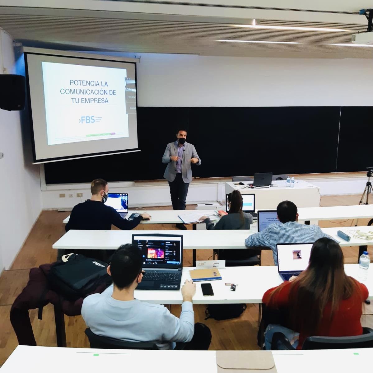 Iván J Muñoz Formación Comunicación y Marketing de Contenidos 2021 MMDI Fundesem